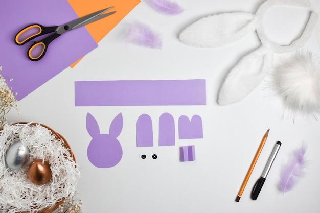 Diy papieren konijn voor pasen. stapsgewijze instructies. bovenaanzicht. stap 2 knip de details uit.