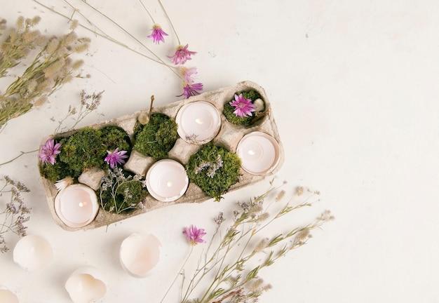 Diy pasen. kandelaar van een eierschaal op een witte achtergrond.