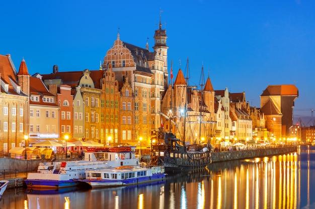 Dlugie pobrzeze en motlawa river, gdansk, polen