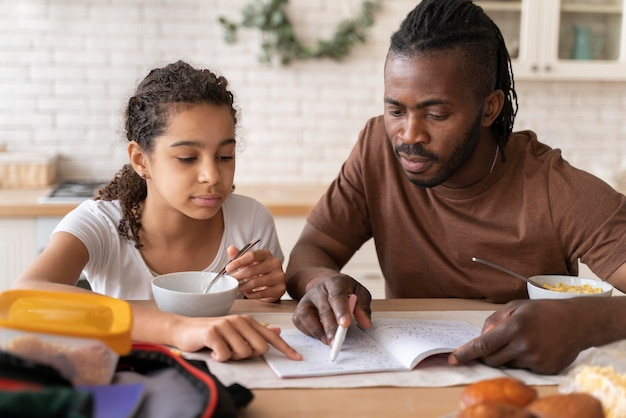 Dochter en vader huiswerk