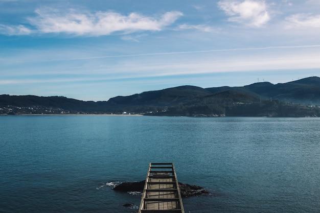 Dock in galicië zeegezicht