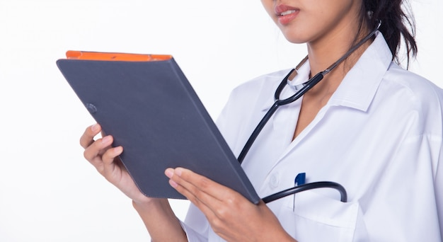 Doctor nurse-vrouw in labcoat uniforme tablet