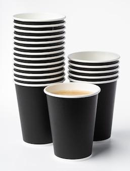 Document koffiekoppen die op wit worden geïsoleerd