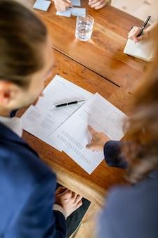 Document van beleggingsfondsen op tafel