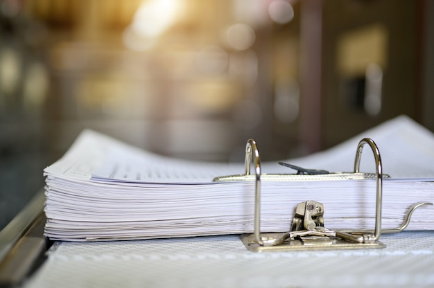 Documentbestand werd op kantoor geopend om het document te zoeken