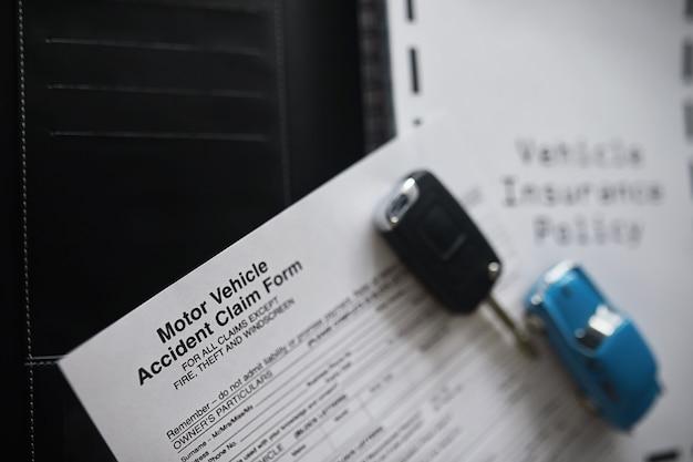 Documenten voor autoverzekering. auto verzekering. autoverzekering. formulieren voor het inschrijven van een verzekeringscontract.