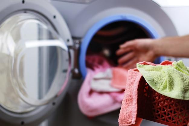 Doe de doek in de wasmachine