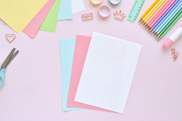 Doe-het-zelf. papieren ijs met kinderen thuis