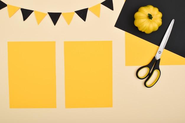 Doe het zelf. we maken een decor van gekleurd papier voor een feestelijke decoratie voor halloween. stapsgewijze instructies. stap 2: verdeel het blad in 2 delen.