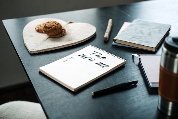 Doelen nieuwjaar resolutie nieuwe ik begin met plannen nieuw jaar komt eraan open notitieblok met tekst klaar voor