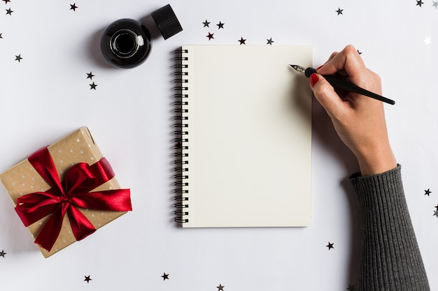 Doelen plannen dromen maken om lijst te doen voor het schrijven van het nieuwe jaar 2018 kerstmisconcept