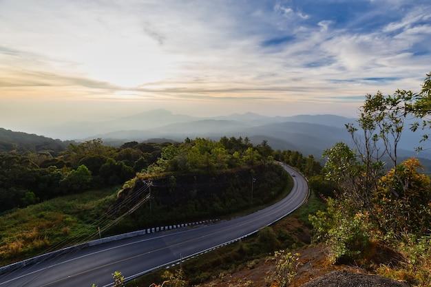 Doi inthanon-uitkijkpunt in de ochtend, doi inthanon national park, chiang mai, thailand