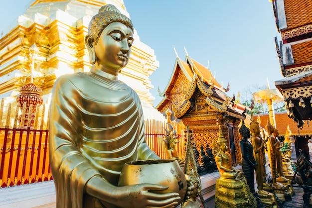 Doi suthep tempel van wat phrathat in de bergen omhoog in chiangmai, thailand