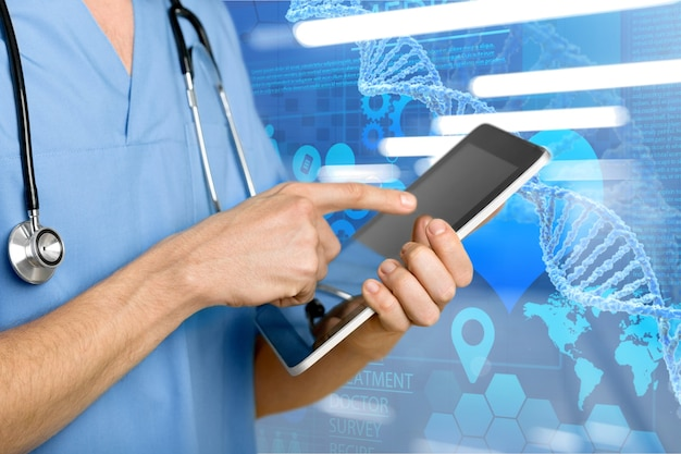 Dokter met digitale tablet, vergrote weergave