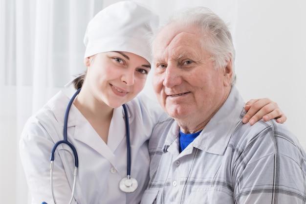 Doktersbezoek aan de oudere patiënt