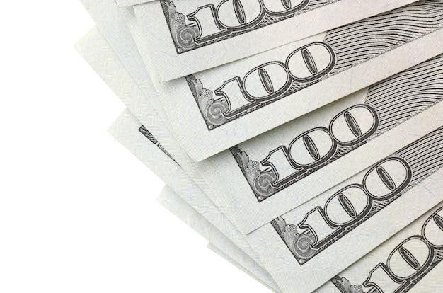 Dollar biljetten. amerikaans geld dat op wit met copyspace wordt geïsoleerd