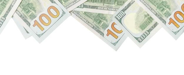 Dollar biljetten. amerikaans geld dat op wit met exemplaarruimte wordt geïsoleerd