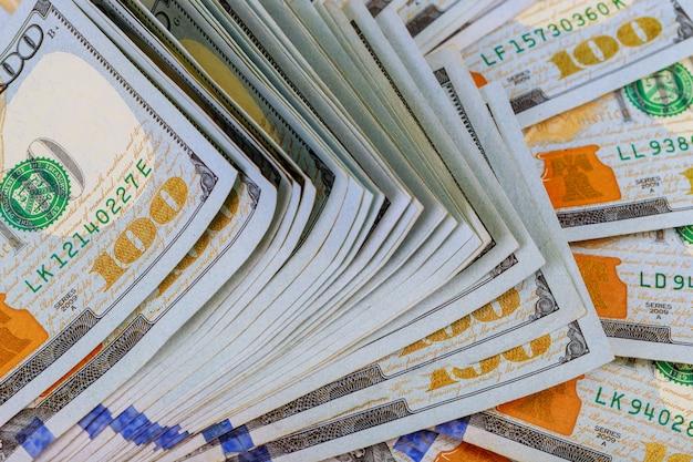 Dollar close-up concept. amerikaanse dollars contant geld. honderd dollar bankbiljetten.