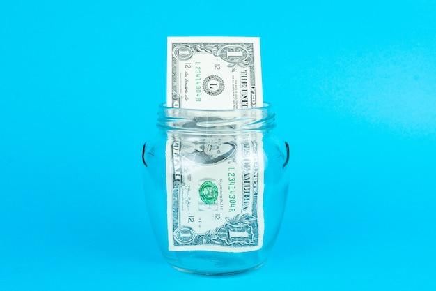 Dollar in een glazen pot