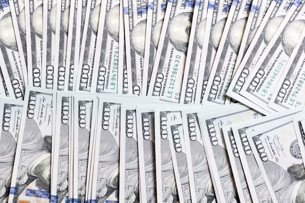 Dollarbankbiljetten hoogste mening van bedrijfsconcept op achtergrond met exemplaarruimte