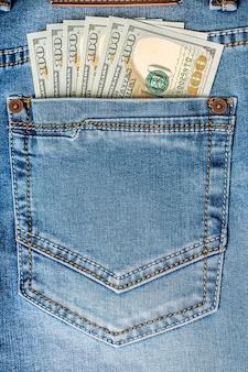 Dollarbankbiljetten in jeanszak