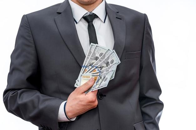 Dollarbankbiljetten in ventilator in mannelijke handen