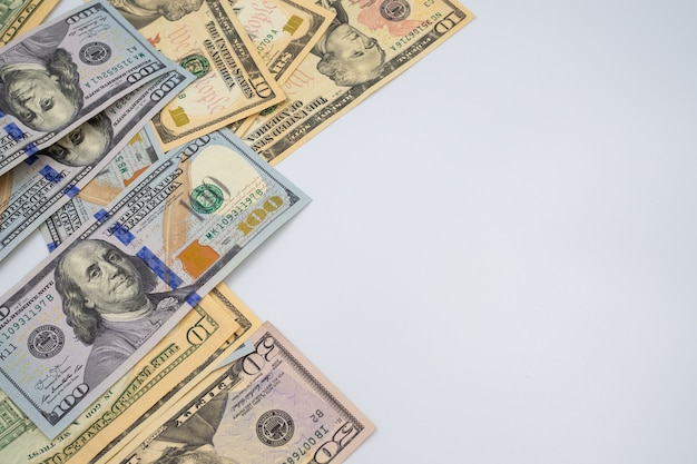 Dollarnota's voor de achtergrond van het geldconcept