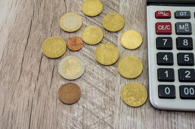 Dollars met financiële grafieken en diagrammen