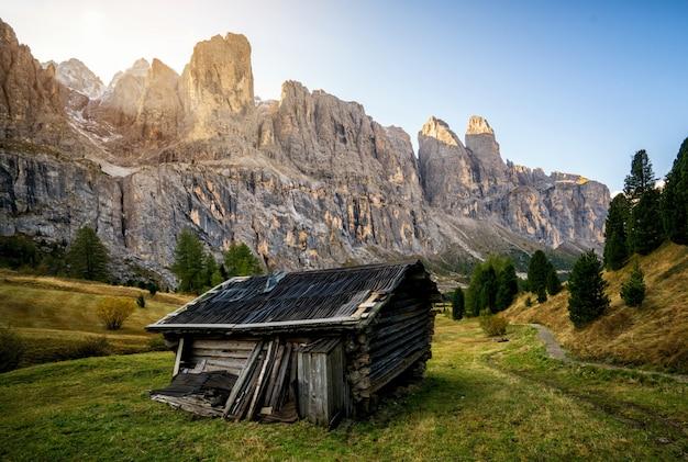 Dolomieten, italië landschap in passo gardena.