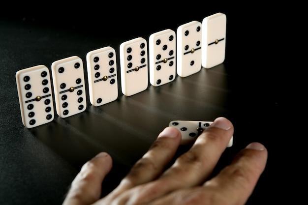 Domino spel zakelijke metafoor