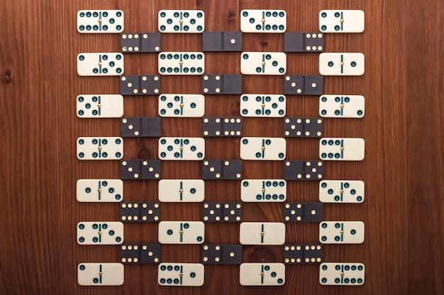 Domino stukken in zwart en wit