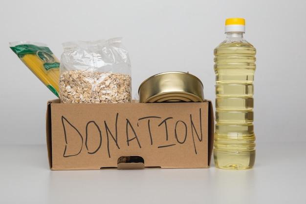 Donatiebox met eten.