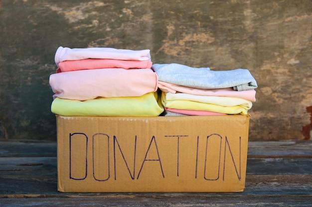Donatiebox met kleren
