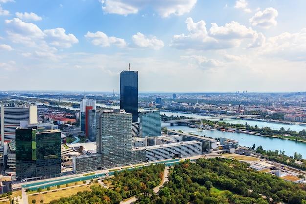 Donau city in wenen, prachtige luchtfoto.
