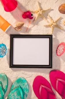 Donker frame met kleurrijke zomerattributen