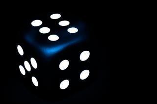 Donkerblauw dobbelstenen vier