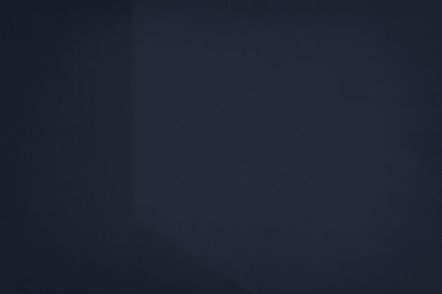 Donkerblauwe verf met schaduwachtergrond