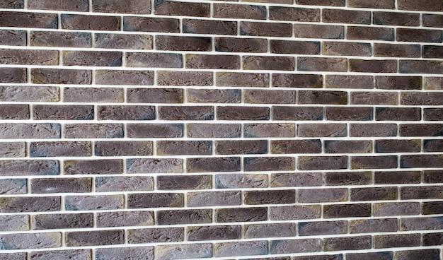 Donkerbruine bakstenen muur
