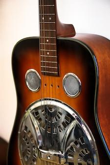 Donkerbruine resonator gitaar