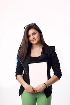 Donkerbruine studenten jonge vrouw met zwart-wit kader