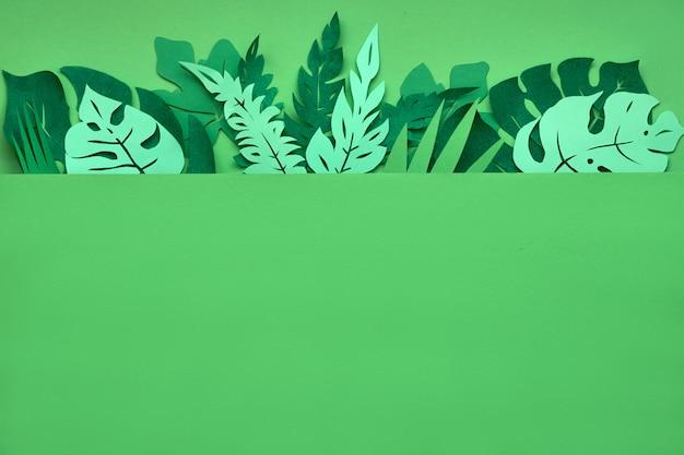 Donkere bloemenachtergrond met document tropische bladeren