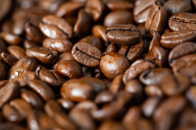 Donkere gebrande koffiebonen van dichtbij