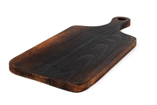 Donkere houten snijplank op witte achtergrond