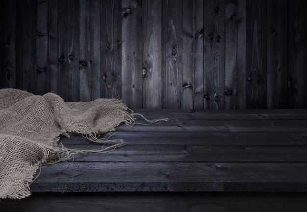 Donkere houten tafel voor montage van productweergave