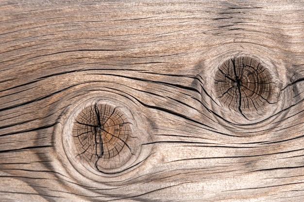 Donkere houten textuur als achtergrond. oude hekpanelen met natuurlijke pa