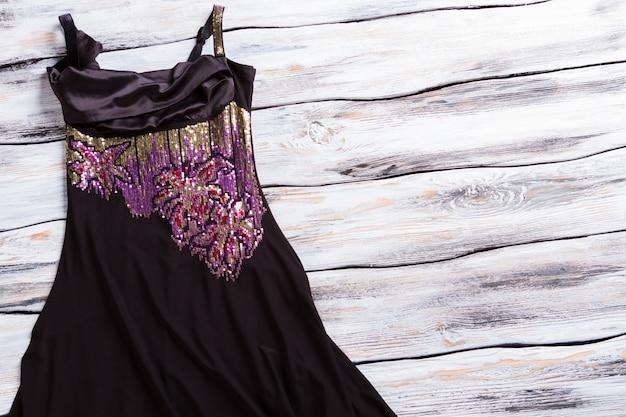 Donkere jurk met paarse inzet mouwloze avondjurk luxe designer jurk op showcase dames s...