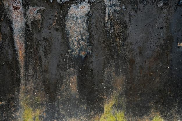 Donkere metalen achtergrond. gegoten verf. metalen textuur