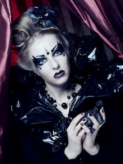 Donkere mooie gotische prinses. halloween-feest.
