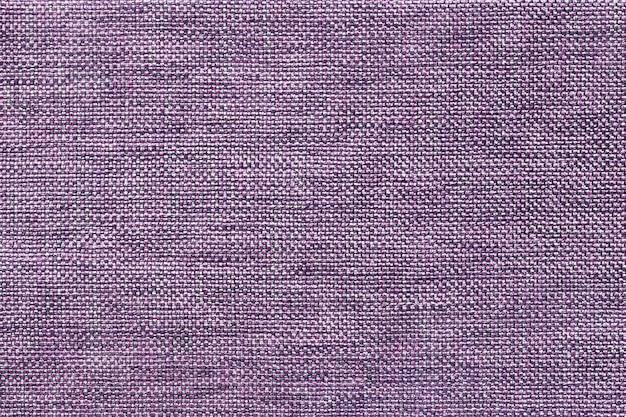 Donkere violette dichte geweven in zakken doende stof, close-up.