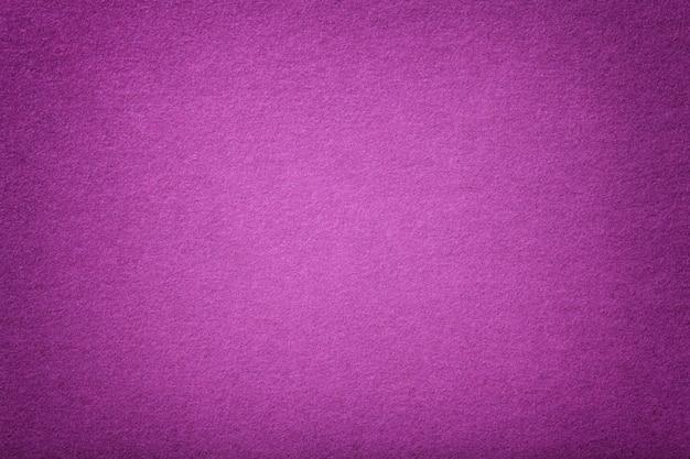Donkerpaarse matte suède stof fluweelachtige textuur van vilt,